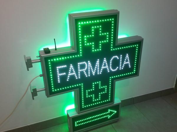 Cruce farmacie 850 x 850 SEMNALIZARE, model FARMACIE cu afisaj SAGEATA