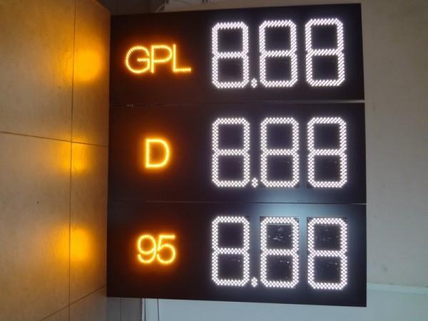 Sistem electronic COMPLET pentru BENZINARII, digiti 160 x 304, denumire carburant si preturi electronice