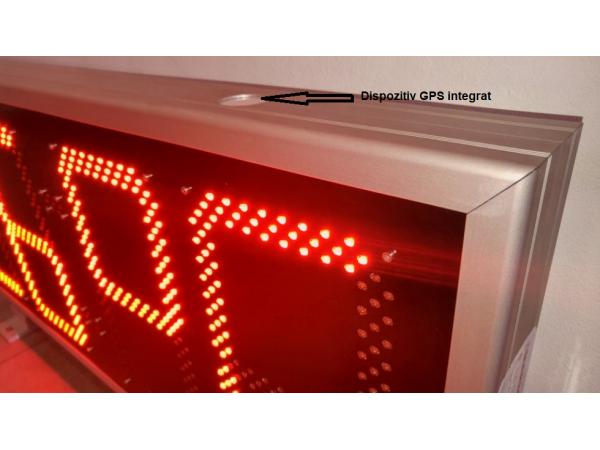 Dispozitiv GPS integrat in afisaj - actualizarea automata a orei